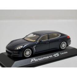 Porsche Panamera 4S...